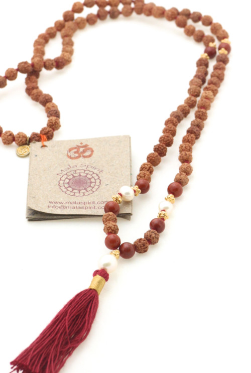 Devoted to earth mala ketting